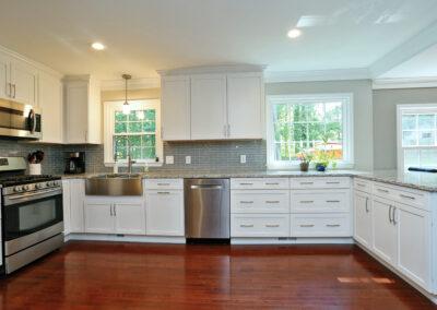 Kitchen Cabinets Raleigh Transitional Savannah1 Alpine White Paint Shaker Granite Crown Farm Sink