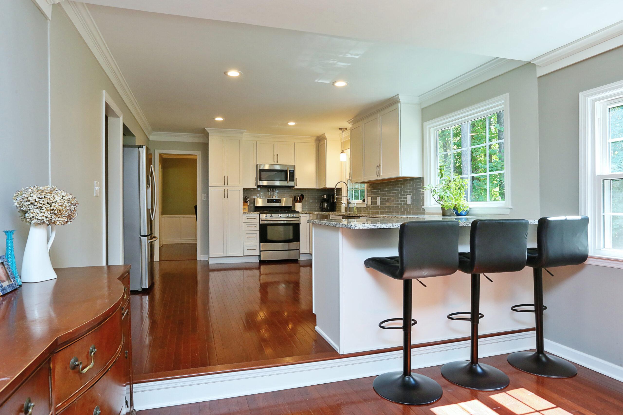 Kitchen Cabinets Raleigh Transitional Savannah1 Alpine White Paint Shaker Granite Crown