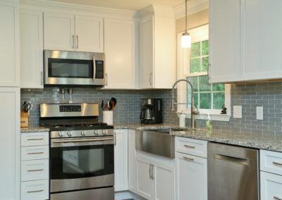 Kitchen Cabinets Raleigh Transitional Savannah1 Alpine White Paint Shaker Granite Farm Sink Crown